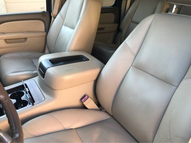 2011 Chevrolet Suburban LTZ 4WD w/Navigation, Sunroof, and Entertainment Plano, Texas 16