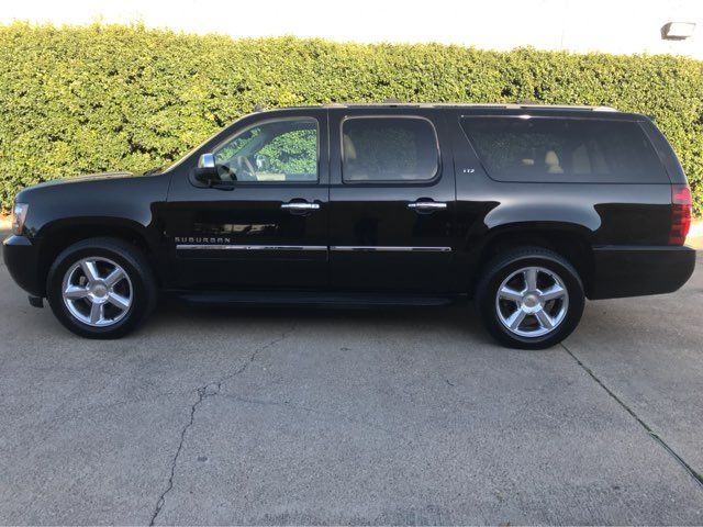2011 Chevrolet Suburban LTZ 4WD w/Navigation, Sunroof, and Entertainment Plano, Texas 7