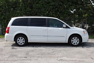 2011 Chrysler Town & Country Touring-L Hollywood, Florida 3