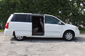 2011 Chrysler Town & Country Touring-L Hollywood, Florida 32
