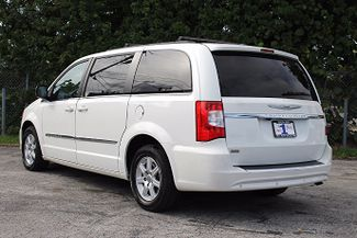 2011 Chrysler Town & Country Touring-L Hollywood, Florida 7