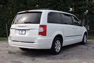 2011 Chrysler Town & Country Touring-L Hollywood, Florida 4