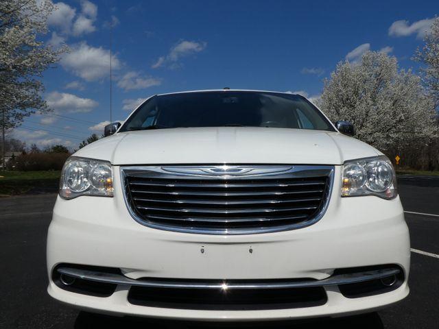 2011 Chrysler Town & Country Touring-L Leesburg, Virginia 6