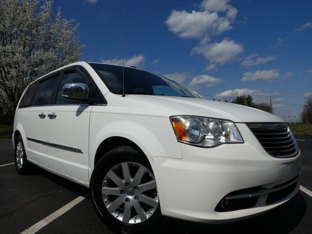 2011 Chrysler Town & Country Touring-L Leesburg, Virginia 1