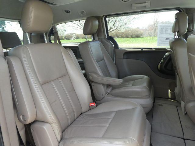 2011 Chrysler Town & Country Touring-L Leesburg, Virginia 10