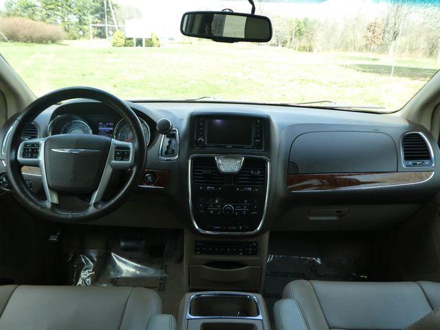2011 Chrysler Town & Country Touring-L Leesburg, Virginia 19