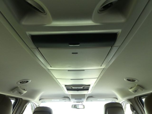2011 Chrysler Town & Country Touring-L Leesburg, Virginia 38
