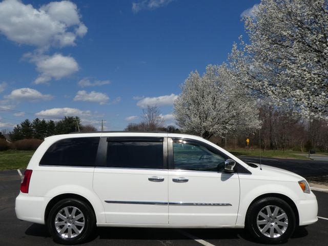 2011 Chrysler Town & Country Touring-L Leesburg, Virginia 5