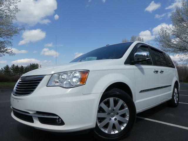 2011 Chrysler Town & Country Touring-L Leesburg, Virginia 0