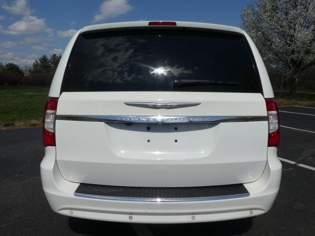 2011 Chrysler Town & Country Touring-L Leesburg, Virginia 7