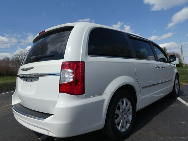 2011 Chrysler Town & Country Touring-L Leesburg, Virginia 2