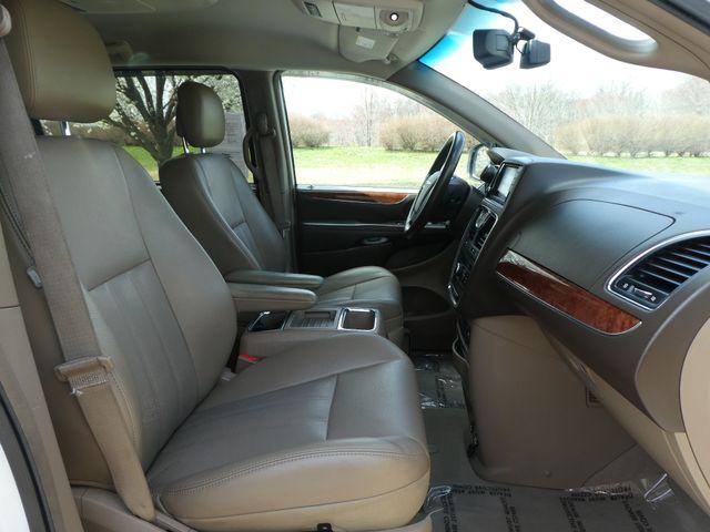 2011 Chrysler Town & Country Touring-L Leesburg, Virginia 15