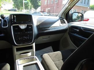 2011 Chrysler Town & Country Touring Milwaukee, Wisconsin 13