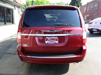 2011 Chrysler Town & Country Touring Milwaukee, Wisconsin 4