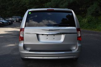2011 Chrysler Town & Country Touring-L Naugatuck, Connecticut 3