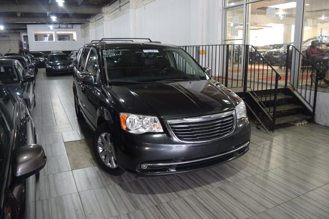 2011 Chrysler Town & Country Touring-L Richmond Hill, New York 1