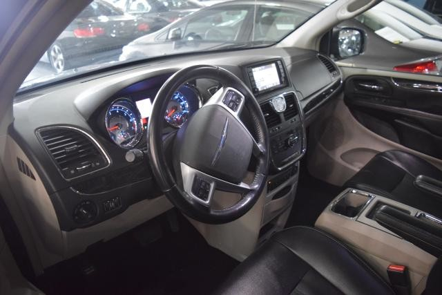 2011 Chrysler Town & Country Touring-L Richmond Hill, New York 10