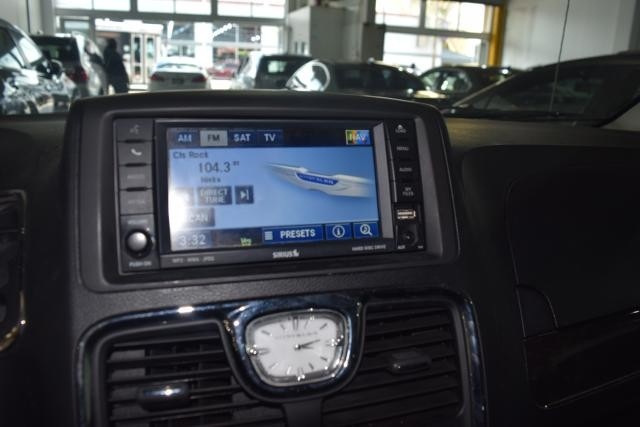 2011 Chrysler Town & Country Touring-L Richmond Hill, New York 11