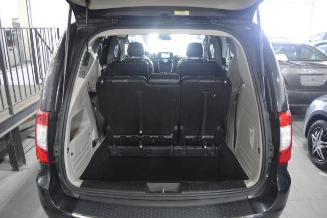 2011 Chrysler Town & Country Touring-L Richmond Hill, New York 16