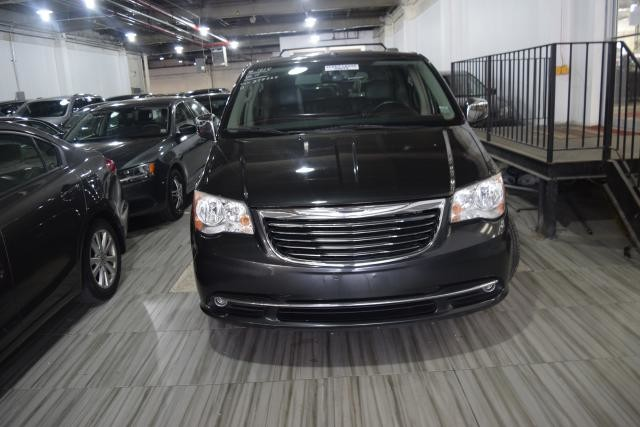 2011 Chrysler Town & Country Touring-L Richmond Hill, New York 2