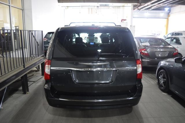 2011 Chrysler Town & Country Touring-L Richmond Hill, New York 3