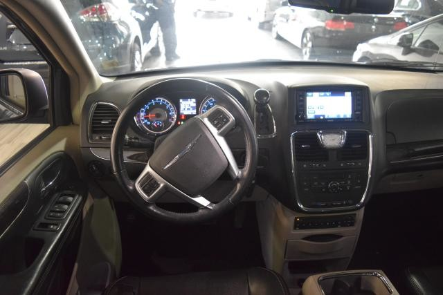 2011 Chrysler Town & Country Touring-L Richmond Hill, New York 7