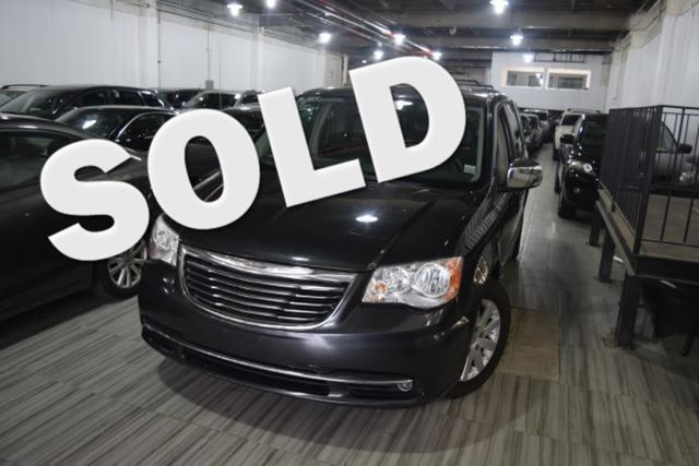 2011 Chrysler Town & Country Touring-L Richmond Hill, New York 0