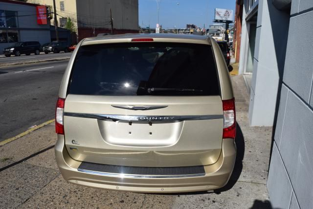 2011 Chrysler Town & Country Touring Richmond Hill, New York 3