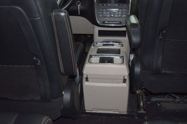 2011 Chrysler Town & Country Touring-L Richmond Hill, New York 12
