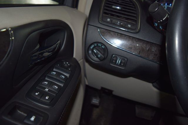 2011 Chrysler Town & Country Touring-L Richmond Hill, New York 19