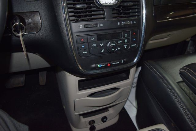 2011 Chrysler Town & Country Touring-L Richmond Hill, New York 20