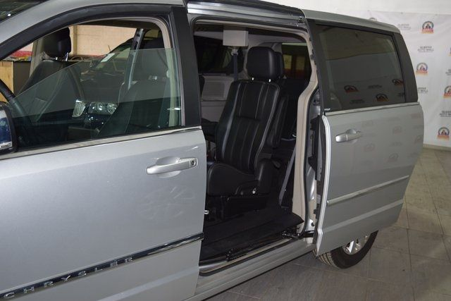 2011 Chrysler Town & Country Touring-L Richmond Hill, New York 23