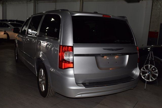 2011 Chrysler Town & Country Touring-L Richmond Hill, New York 26