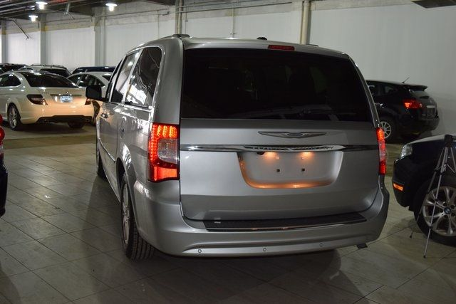 2011 Chrysler Town & Country Touring-L Richmond Hill, New York 4