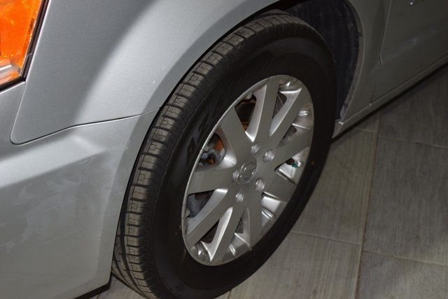 2011 Chrysler Town & Country Touring-L Richmond Hill, New York 6
