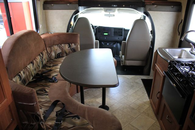 2011 Coachmen Freelander 21QB - ONLY 16K MILES  - BRAND NEW TIRES! Mooresville , NC 4
