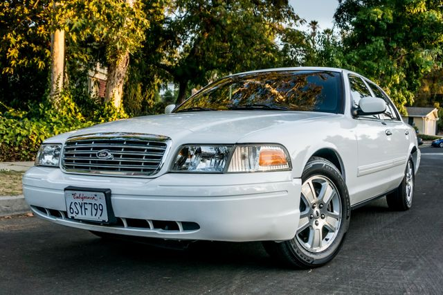 2011 Ford Crown Victoria LX - 82K MILES - LEATHER - ALLOY WHEELS Reseda, CA 35
