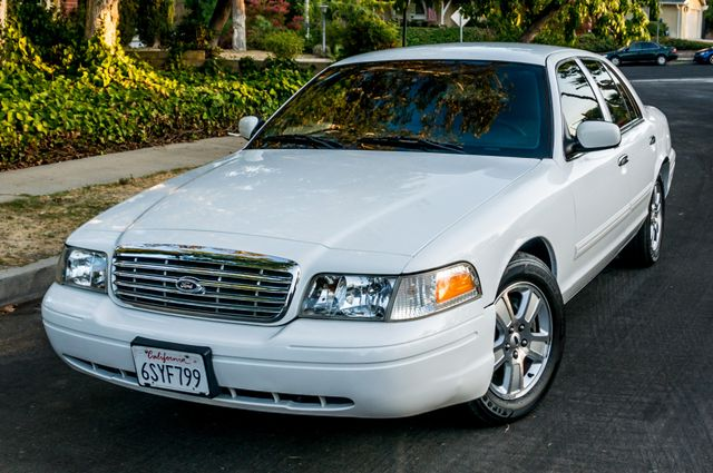 2011 Ford Crown Victoria LX - 82K MILES - LEATHER - ALLOY WHEELS Reseda, CA 36