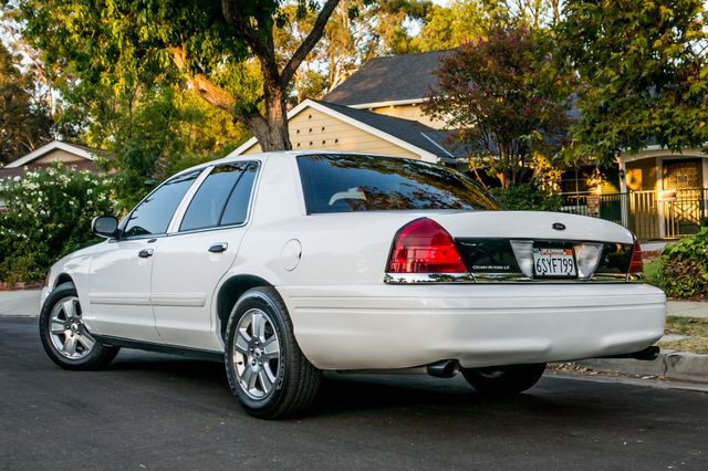2011 Ford Crown Victoria LX - 82K MILES - LEATHER - ALLOY WHEELS Reseda, CA 6