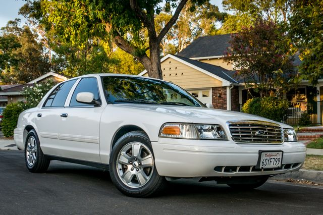 2011 Ford Crown Victoria LX - 82K MILES - LEATHER - ALLOY WHEELS Reseda, CA 3