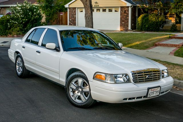 2011 Ford Crown Victoria LX - 82K MILES - LEATHER - ALLOY WHEELS Reseda, CA 39