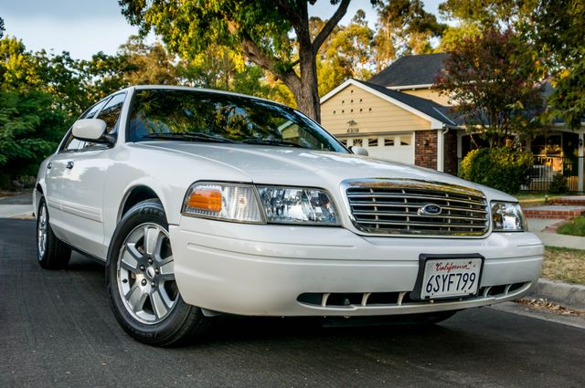 2011 Ford Crown Victoria LX - 82K MILES - LEATHER - ALLOY WHEELS Reseda, CA 38