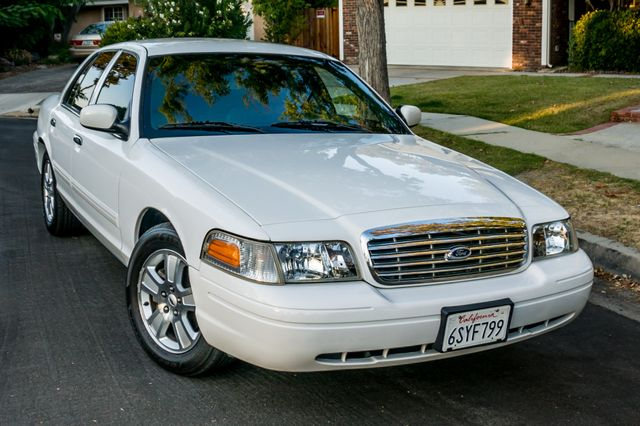 2011 Ford Crown Victoria LX - 82K MILES - LEATHER - ALLOY WHEELS Reseda, CA 37