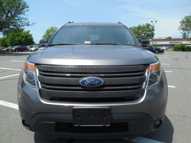 2011 Ford Explorer LIMITED Leesburg, Virginia 3