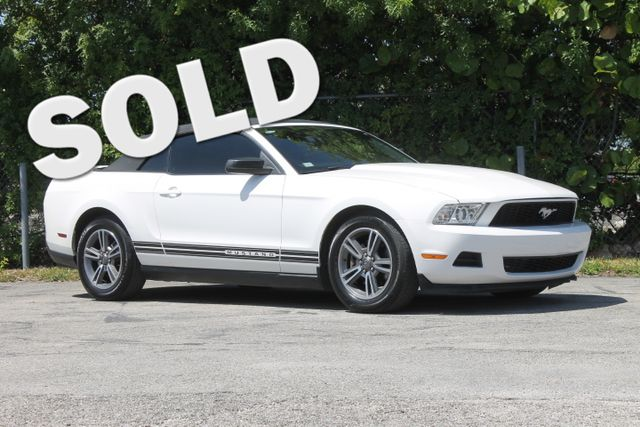 2011 Ford Mustang V6 Premium  WARRANTY CARFAX CERTIFIED 11 SERVICE RECORDS CONVERTIBLE TRAD