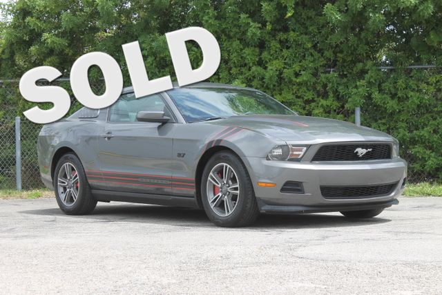 2011 Ford Mustang V6  WARRANTY CARFAX CERTIFIED 25 SERVICE RECORDS FLORIDA VEHICLE TRADES W