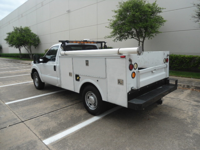 2011 Ford Super Duty F-250 Pickup XL Utility Bed Plano, Texas 9
