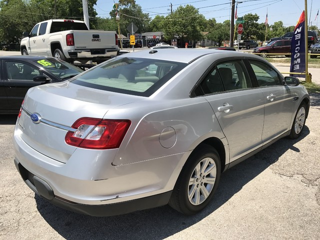 2011 Ford Taurus SE Houston, TX 3