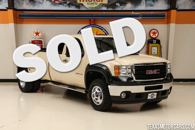 2011 GMC Sierra 3500HD DRW SLT 4x4 This Carfax 1-Owner 2011 GMC Sierra 3500HD DRW SLT 4x4 is in gr