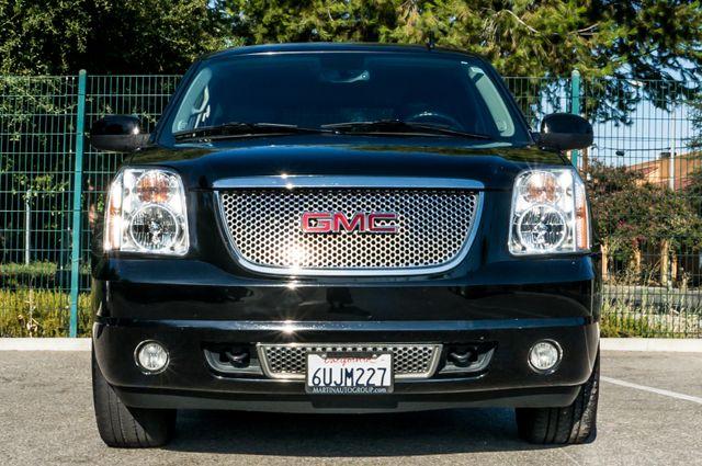 2011 GMC Yukon Denali  4WD - AUTO - NAVI - DVD - TOW PKG Reseda, CA 3